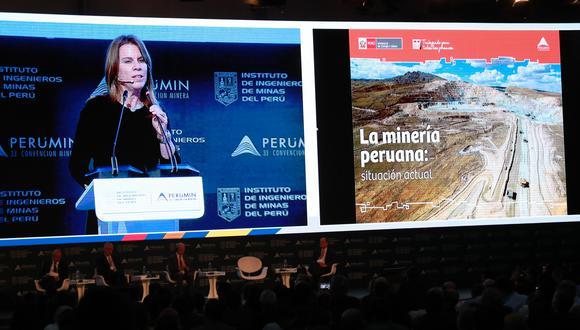 Cayetana Aljiovin durante la 33 cumbre de Perumin 2017