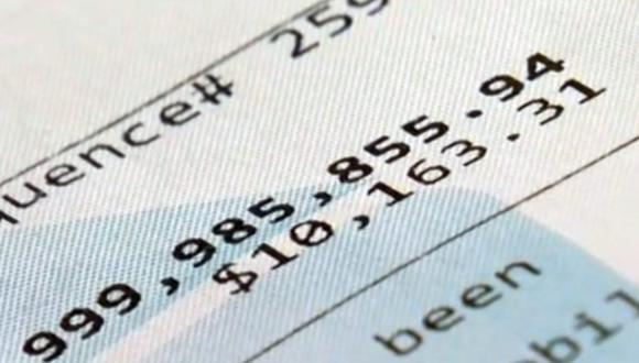 Julia Yonkowski encontró que tenía un saldo de US$999,985,855.94 en su cuenta. (Foto: YouTube | WFLA)