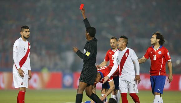 La expulsión que más se recuerda de Carlos Zambrano es la que sufrió ante Chile en la Copa América. (Foto: AP / Andre Penner)