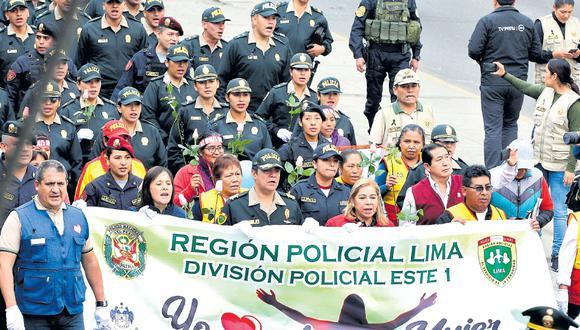 La Región Policial de Lima realizó ayer una manifestación en la que participaron agentes femeninas. Ellas exigieron igualdad de derechos y respeto a la mujer. (Foto: USI)