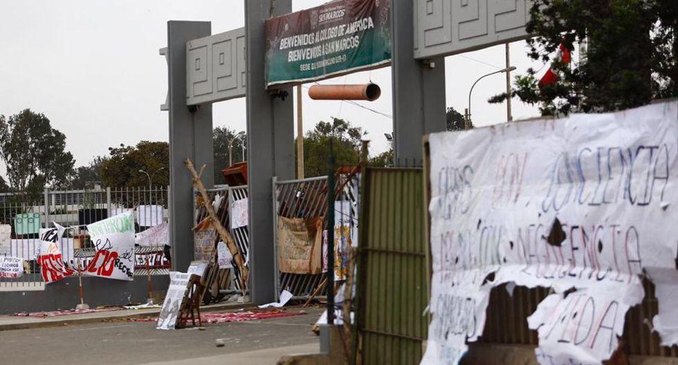 Los estudiantes tomaron la Universidad San Marcos para evitar que los terrenos de ese centro de estudios sean usados para la construcción de obras viales. (Foto: GEC)