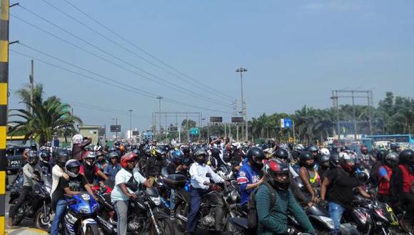 Motociclistas rechazan prohibición de circular en Evitamiento
