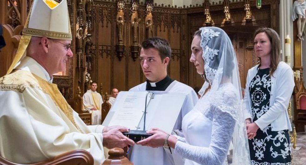 La ceremonia es parecida a la de una boda, pero el novio, en este caso, es Jesucristo.