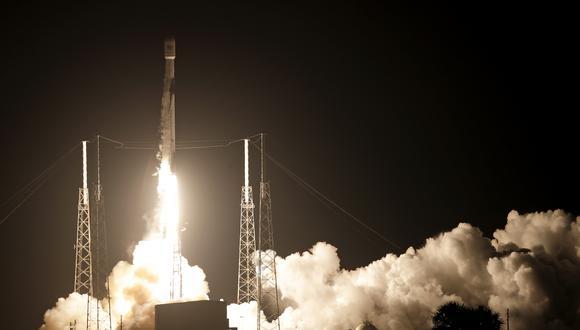 El Falcon 9 es un cohete de dos etapas impulsado por oxígeno líquido y queroseno para cohetes densificado. (Foto: AP)