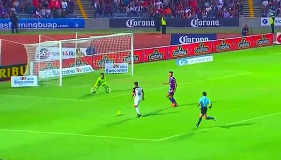 Irven Ávila y el tanto con que Lobos aplastó 5-0 a Veracruz.(Foto: AFP)