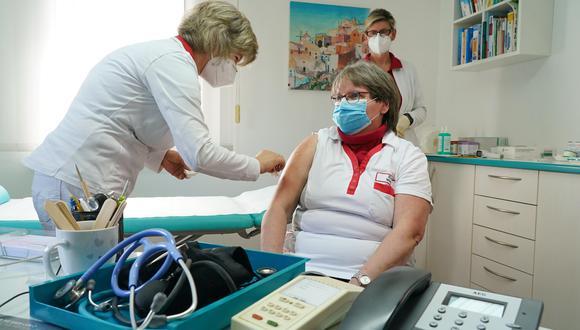 Proceso de vacunación en medio de la pandemia del coronavirus en Alemania. (Foto: EFE)