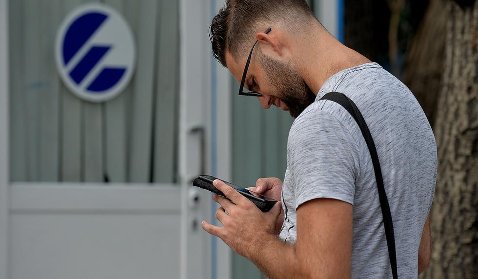 ¿Te has quedado sin internet durante algún tiempo o tu red está demasiado lenta? Estas son algunas razones. (Foto: AFP)
