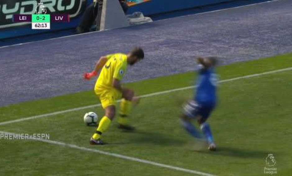 Liverpool fichó al portero brasileño Alisson Becker para que hiciera olvidar a Loris Karius. Pero lo cierto es que también comete fallos como su antecesor. (Foto: captura de pantalla)
