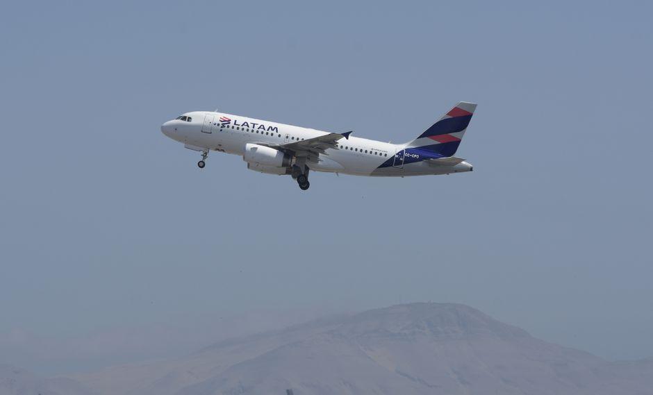 LATAM Airlines Perú inauguró su vuelo directo Cusco – Santiago y viceversa. El vuelo inaugural de esta nueva ruta se inició con una frecuencia de tres vuelos semanales los días martes, miércoles y sábado.