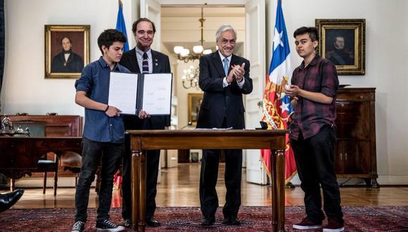 El presidente de Chile Sebastián Piñera promulgó la ley que permite cambio de sexo en documentos desde los 14 años.