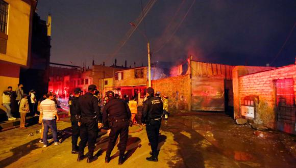Bomberos atendieron 35 incendios en año nuevo. (Fotos: Cesar Grados/@photo.gec)