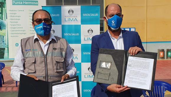 El alcalde de Punta Hermosa y el gerente general del Sistema Metropolitano de la Solidaridad (Sisoll) firmaron un convenio para la construcción de una planta de oxígeno medicinal. (Foto: Municipalidad de Punta Hermosa)