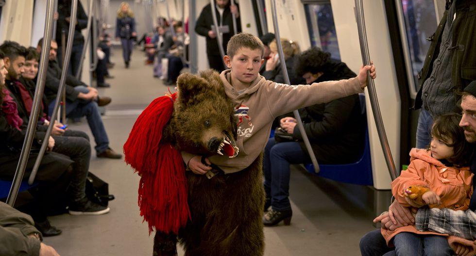 Rumania y su tradicional paseo de osos por Navidad - 10