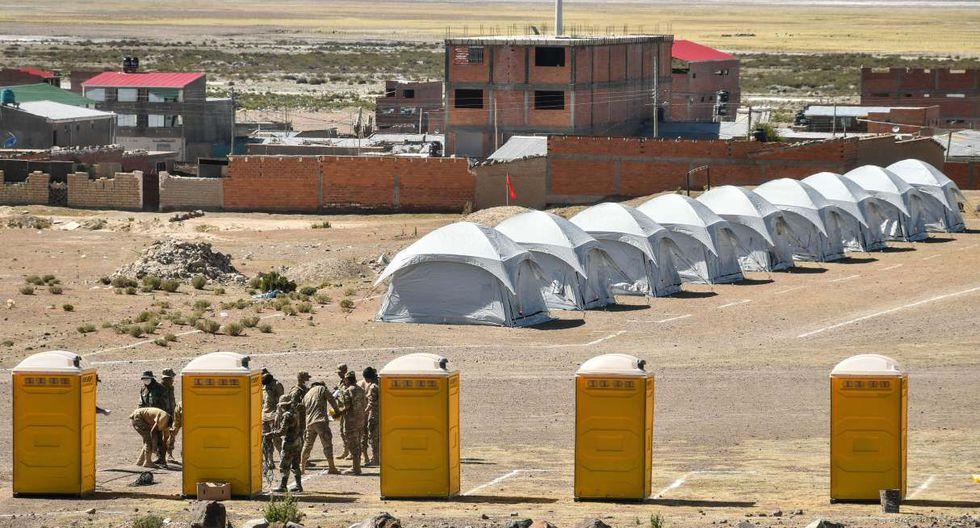 Bolivia repatrió este sábado a 480 ciudadanos que estuvieron varados casi una semana en Chile y los instaló en un campamento en la zona fronteriza de Pisiga, donde cumplirán cuarentena supervisada por organismos internacionales y vigilada por el Ejército. (EFE/Emilio Huascar Castillo).