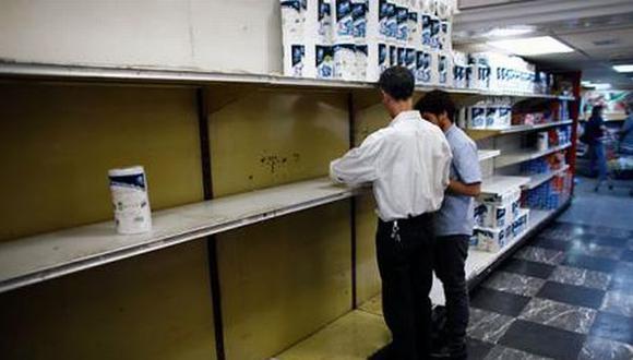 Venezolanos usan métodos de limpieza de antaño por escasez