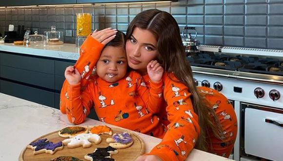 Kylie Jenner tiene el plan casero ideal para celebrar Halloween junto a Stormi y lo comparte con sus fans. @kyliejenner / Instagram)