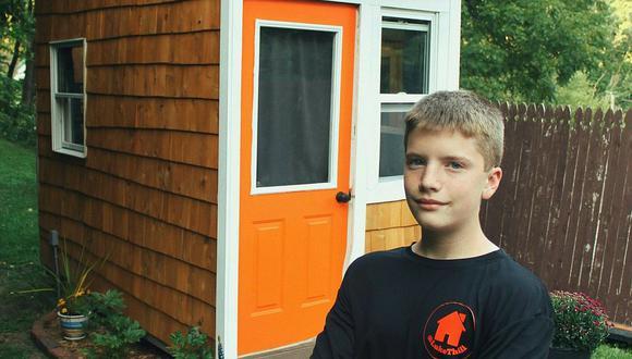 Luke Thill y su primera 'mini-casa'. (Foto: Luke Thill / Facebook)