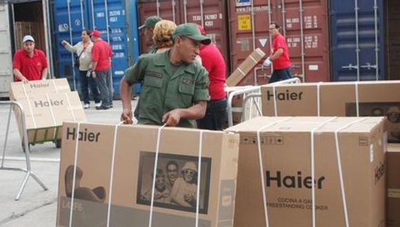 Computadoras a US$77: Maduro arma feria navideña en un cuartel