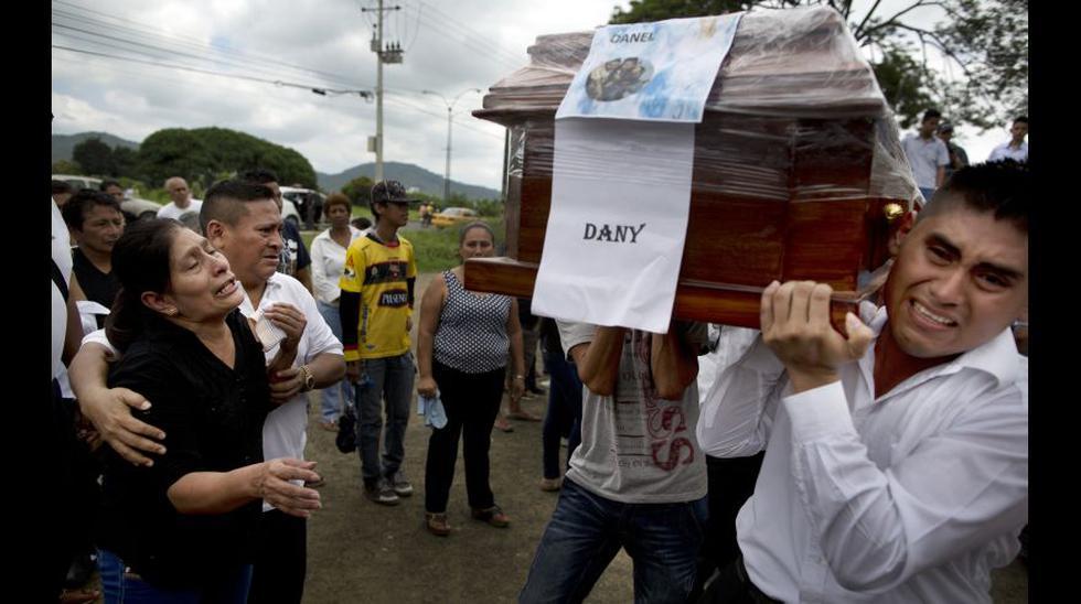Terremoto: Ecuador empieza a enterrar a sus muertos [FOTOS] - 4