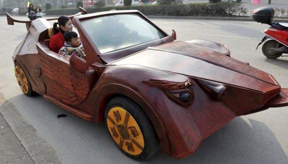Increible: Granjero chino fabrica superauto de madera