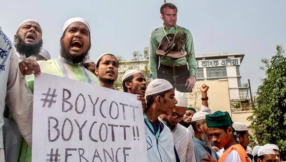 Miles de seguidores de un partido islamista en Bangladesh protestaron hoy contra el Gobierno de Francia, luego que el presidente Emmanuel Macron señalara su defensa del laicismo. (Reuters)