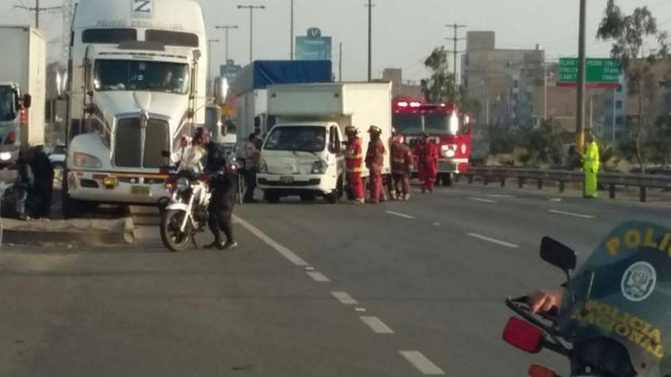 Panamericana Sur: choque entre cinco vehículos bloqueó la vía - 4