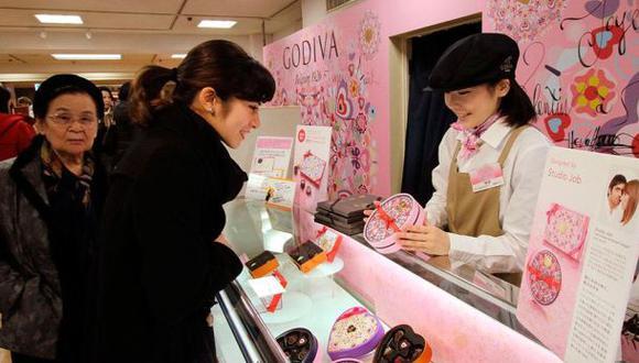 Pareja muestra las peculiaridades en Japón por San Valentín