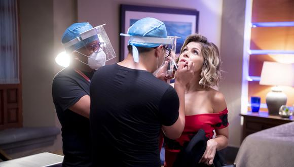 """La actriz Itatí Cantoral durante las grabaciones de la telenovela mexicana """"La Mexicana y el Guero"""" en plena pandemia del coronavirus. (Foto: Televisa vía AP)"""