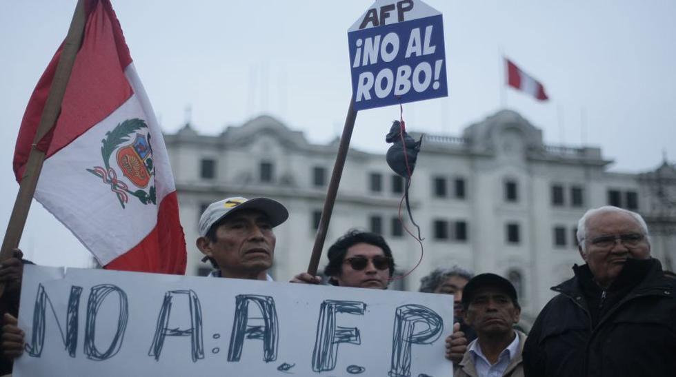 Protestaron contra aporte obligatorio a las AFP y ONP [Fotos] - 1