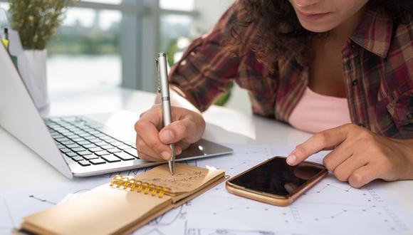 ¿Cómo evitar que los gastos superen el presupuesto económico? Revisa las recomendaciones de los especialistas de finanzas personales en esta nota.