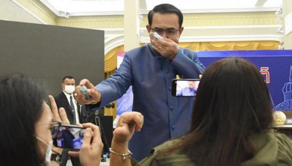 El general en retiro Prayuth Chan-ocha es conocido por su historial de controvertidas conductas hacia la prensa.   Crédito: AP