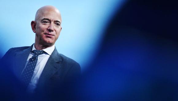 El hombre más rico del mundo, Jeff Bezos, es visto hablando en Washington, Estados Unidos, el 22 de octubre de 2019. (MANDEL NGAN / AFP).
