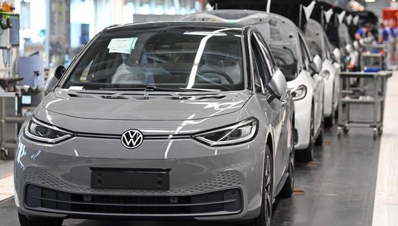 Se espera que el 47% de los vehículos ligeros que se vendan en 2025 sean totalmente eléctricos o híbridos. (Foto: AFP)