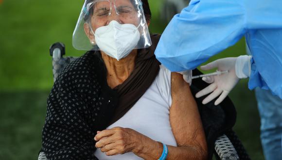 La vacunación de adultos mayores se realiza con dosis de Pfizer.  (Foto: GEC)