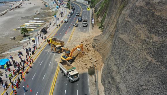 Este miércoles un derrumbe alertó a vecinos de Barranco, bañistas, conductores y autoridades. Ne dejó víctimas. (Foto: El Comercio)