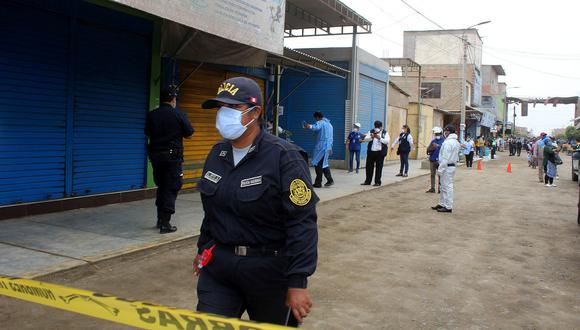 Mercado La Perla fue intervenido por el Minsa el último jueves para identificar a comerciantes asintomáticos de COVID-19. (Foto: Laura Urbina)