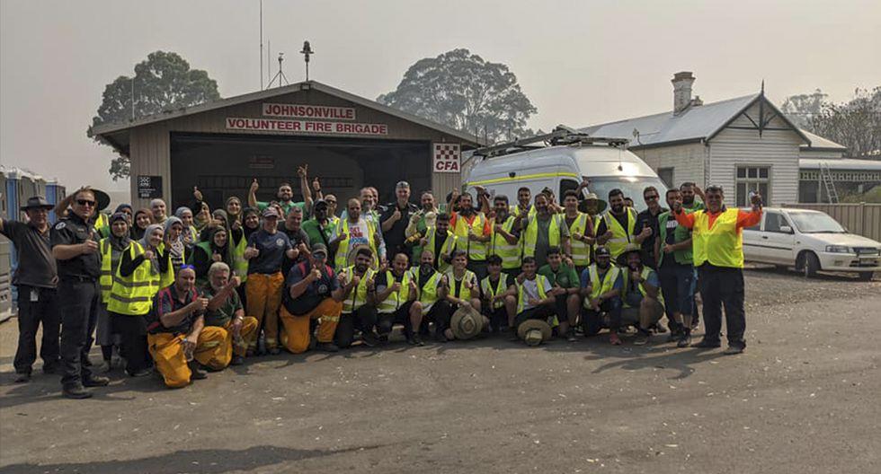 Mujeres viajan con 5 camiones de provisiones para cocinarle a 150 bomberos exhaustos en Australia. (Australian Islamic Center)