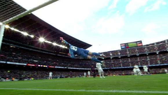 El portero del Real Madrid se lució con una asombrosa atajada ante el disparo ejecutado por Arthur. Todo nació por un error de Nacho Fernández. (Foto: captura de video)