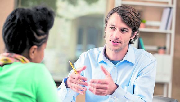 Hoy las empresas buscan ejecutivos que tengan no solo conocimiento técnico, sino que también cuenten con un buen desarrollo de habilidades blandas para liderar.