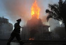 EN VIVO | Dos iglesias quemadas tras multitudinaria marcha en Santiago de Chile | FOTOS