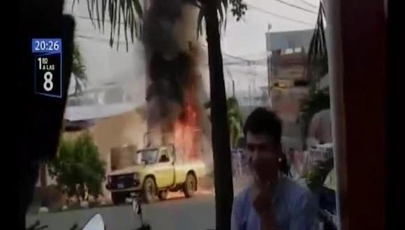 Tarapoto: camioneta ardió en llamas con equipos de fumigación: (Foto: captura de pantalla)