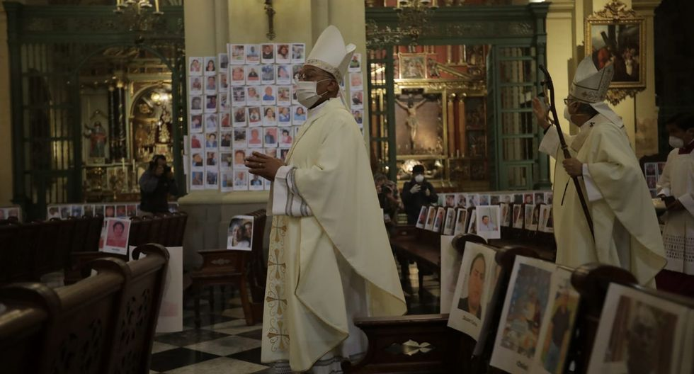 Monseñor Carlos Castillo presidió misa en homenaje a los peruanos fallecidos por el COVID-19. (Fotos: Anthony Niño de Guzmán/GEC)