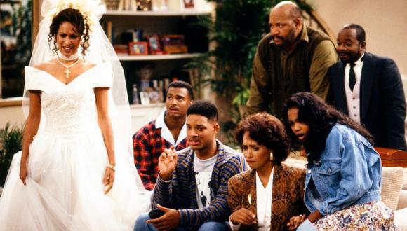 "De izq. a der.: Karyn Parsons (Hilary), Alfonso Ribeiro (Carlton), Will Smith (Will), Daphne Maxwell Reid (Vivian), James Avery (Phil), Tatyana M. Ali (Ashley) y Joseph Marcell (Geoffrey). El elenco de ""El príncipe del rap"". (NBC)"
