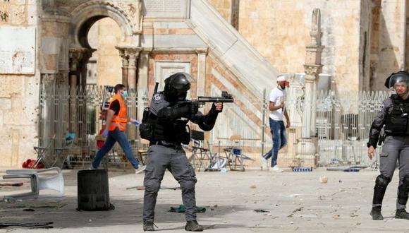 Fuertes enfrentamientos tuvieron lugar fuera de la mezquita Al Aqsa en la Ciudad Vieja de Jerusalén. (Foto: Reuters)