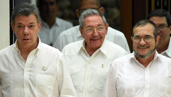 Colombia y FARC firman acuerdo que los deja a un paso de la paz