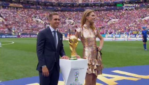 Philipp Lahm y la modelo rusa Natalia Vodianova llevaron la Copa del Mundo al estadio Luzhniki