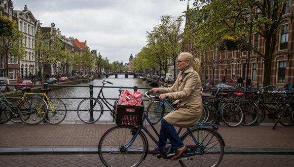 Holanda remuneraría a los empleados que vayan en bicicleta al trabajo. (Foto: AFP)