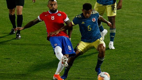 Colombia se trajo un valioso empate de su visita a Chile en un partido lleno de goles.   Crédito: Alberto Valdes / AFP.