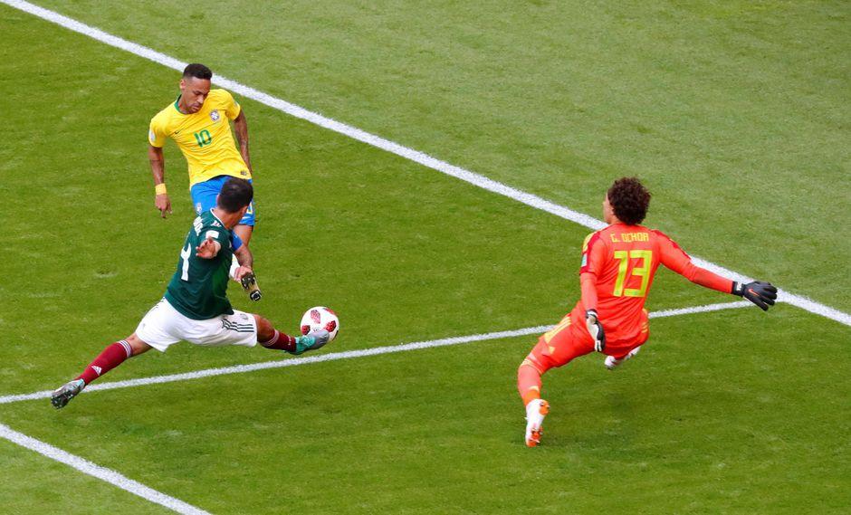 'Memo' Ochoa evitó el gol de Neymar en el México vs. Brasil. (Foto: Reuters)