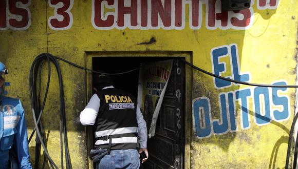 Los agentes de la policía ingresaron a la llantería `Las tres chinitas´en donde se habría obligado a menores a trabajar en labores peligrosas. (Foto: Anthony Niño de Guzmán)